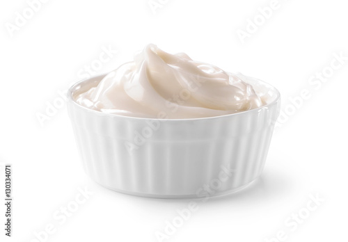 Fotografía bowl of whipped cream close-up isolated on white background