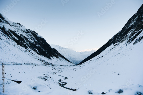 Papiers peints Campagne Landscape of snow-capped mountains