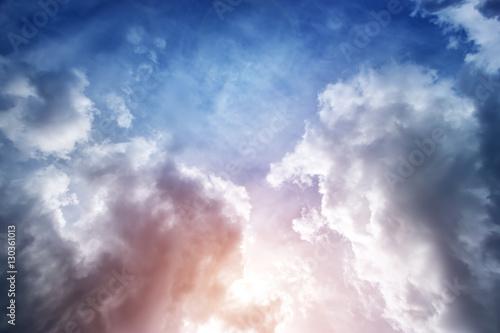 dramatyczne-chmury-poznym-wieczorem-w-lecie