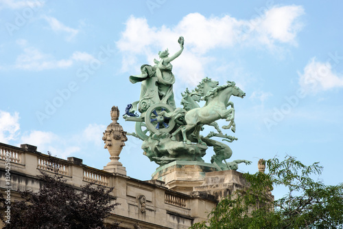 Fotografia, Obraz  Quadriga decorating the corners of the Great Palace of Fine Arts facade
