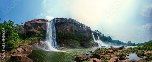 Küchenrückwand aus Glas mit Foto Wasserfalle Athirappilly water falls, Thrissur district, Kerala state, India