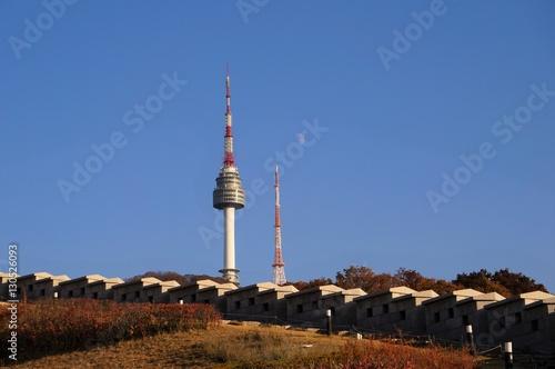 Poster Seoel 城壁とNソウルタワーと真昼の月