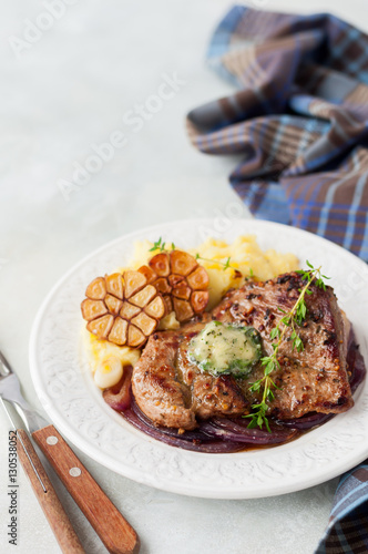 Spoed Foto op Canvas Klaar gerecht Fried Pork with Herb Butter and Mashed Potatoes