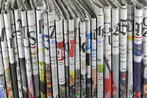 verschiedene regionale und überregionale deutsche Tageszeitungen Slika na platnu