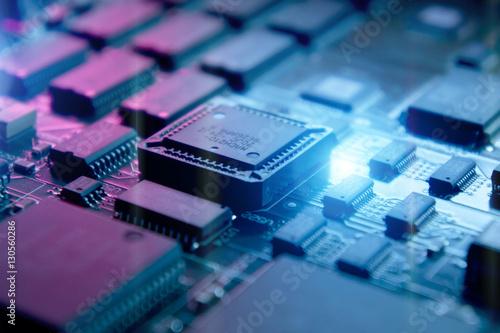Fotografía  Microchips on a circuit board.