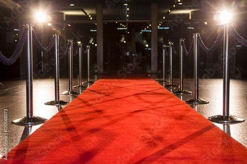 Valokuva Long red carpet between rope barriers on entrance.
