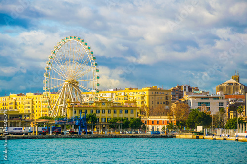 Valokuva  view of a ferris wheel situated on a waterfront of the port of malaga in spain