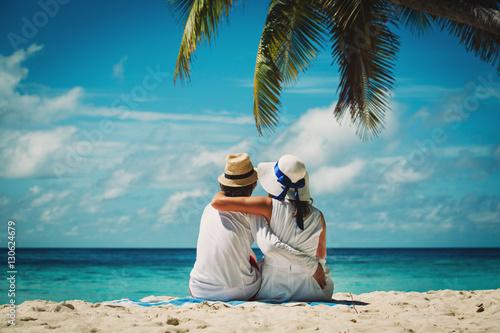 Fotografia  Szczęśliwa para miłości na tropikalnej plaży
