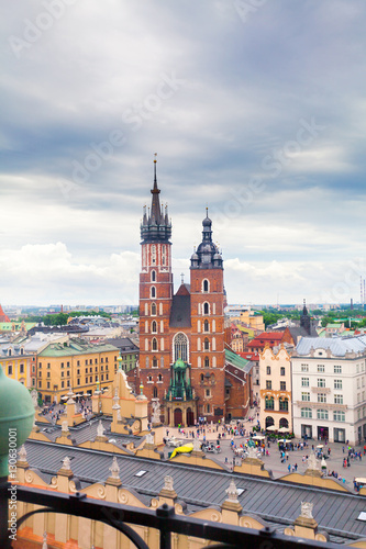 Foto op Plexiglas Monument Church of St. Mary in the main Market Square on the background of dramatic sky. Basilica Mariacka. Krakow. Poland.