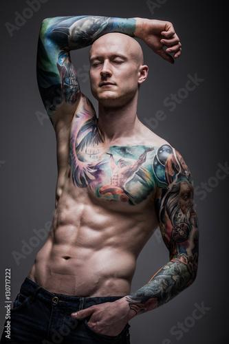 Obraz mężczyzna z tatuażem - fototapety do salonu