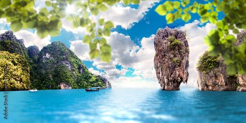 Fotobehang Blauw Paisaje pintoresco,Islas y montañas en Tailandia,Phuket.Mar y oceano en viajes exoticos en Asia