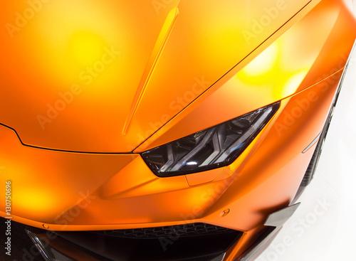 Fotografering  Sportwagen / Folierter Rennwagen in matter Folie