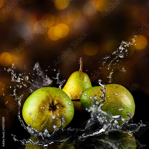 Poster Fruits Pears fruits and Splashing water