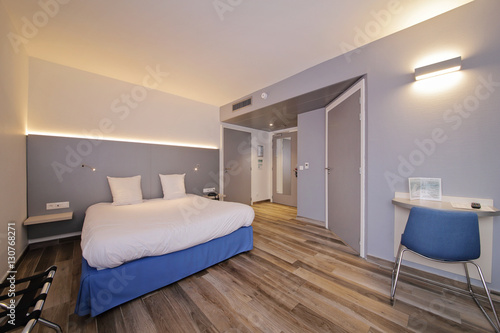 Chambre D Hotel Lit Double Buy This Stock Photo And