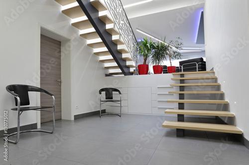 escalier hall d\'entrée intérieur maison – kaufen Sie dieses Foto und ...