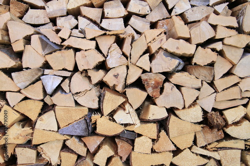 In de dag Brandhout textuur Firewood background - chopped firewood on a stack