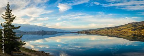 Poster Bleu Panoramic view of Lake Dunstan in Cromwell