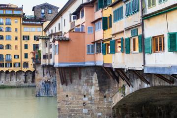 Fototapeta na wymiar houses on ponte vecchio in Florence city in autumn