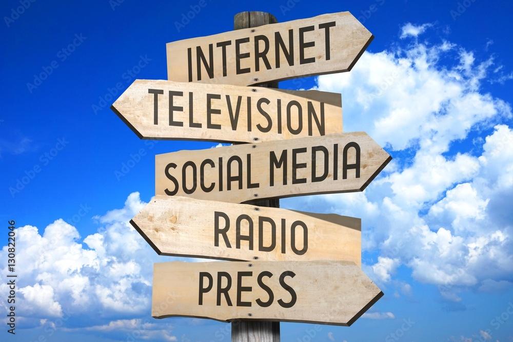 Fototapety, obrazy: Wooden signpost - media concept (Internet, television, social media, radio, press).