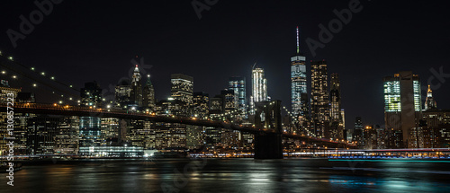 Tuinposter Brooklyn Bridge Brooklyn Bridge and New York City at night
