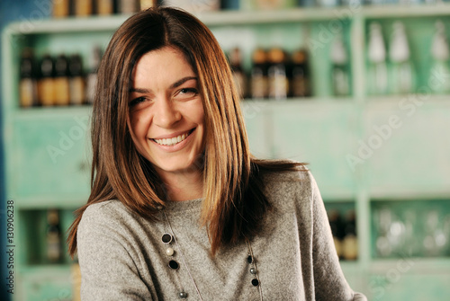 Ritratto di giovane donna sorridente