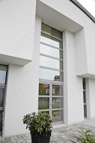 porte d\'entrée maison villa quatre façades unifamiliale architecture ...