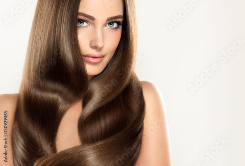 Brunette  girl with long  and   shiny wavy hair Plakát