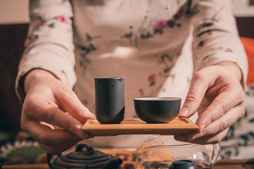Panel Szklany Do herbaciarni tea ceremony is performed by master
