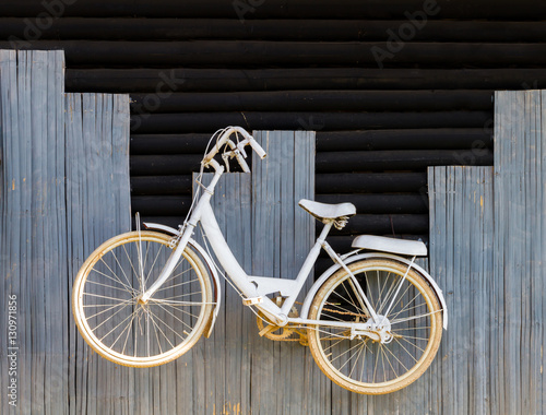 Aluminium Prints Bicycle White bicycle on wood wall