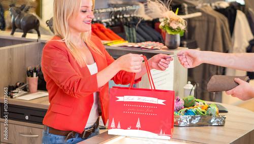 Fotografie, Obraz  Weihnachtseinkäufe mit EC-Karte/Kreditkarte bezahlen