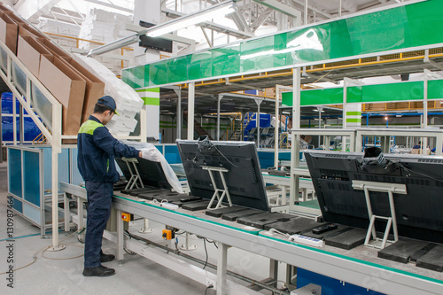 Poster Voies ferrées closeup line conveyor assembly and packing televisions in a workshop