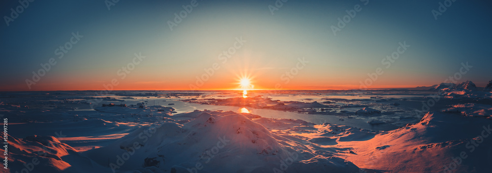 Fototapety, obrazy: Summer sunset in Antarctica. Beautiful winter background