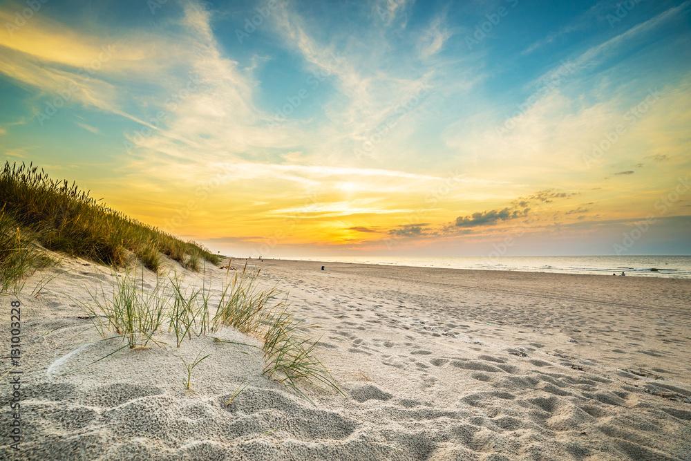 Fototapety, obrazy: Piaszczyste wydmy na tle zachodu słońca na plaży w północnej Polsce