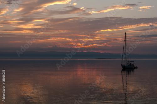 Foto auf AluDibond Pier Beautiful sunrise and boat