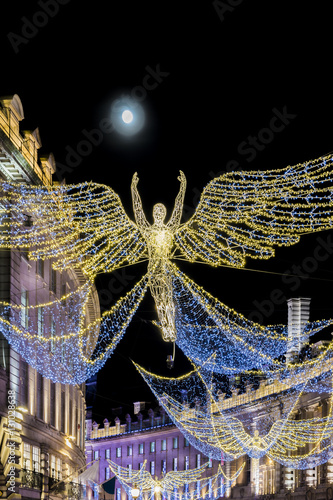 Photo  Amazing London Christmas lights in Mayfair