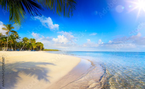 Foto  Summer tropical Beach; Peaceful vacation background