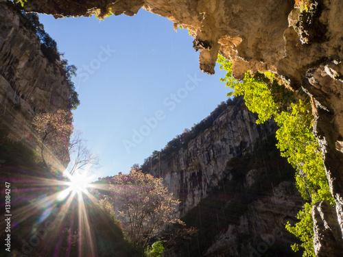 Papiers peints Reflexion sale el sol en el desfiladero de Cambras por el Cañón de Añisclo, Huesca, España en Diciembre de 2016 OLYMPUS CAMERA DIGITAL