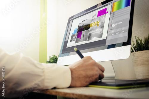 Photographie designer designing a layout