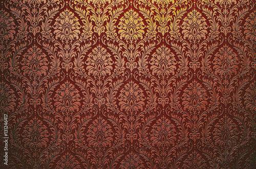 fragment-ozdobnej-tapety-czerwonej-krwi-bordowej-lub-abstrakcyjnej-powierzchni-wylozonych-kafelkami-kwiatow-i-lisci-lub-tekstury-uzyt