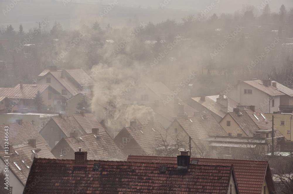 Fototapeta Dym nad dachami domów