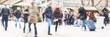 canvas print picture - mensch laufen durch die innenstadt