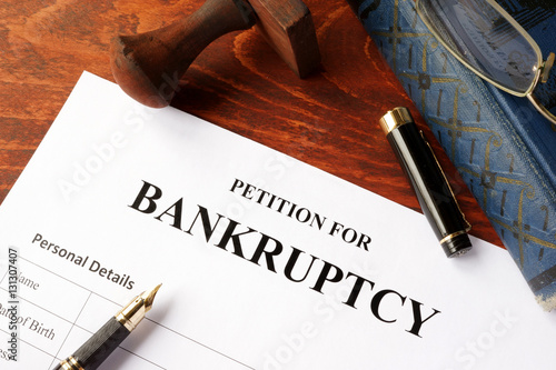 Fotomural Petition for Bankruptcy on an office table.