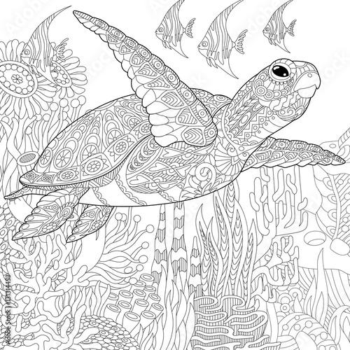 Naklejka premium Stylizowana kreskówka podwodna kompozycja żółwia (żółwia) i ryb tropikalnych. Szkic odręczny dla dorosłych kolorowanki antystresowe z elementami doodle i zentangle.