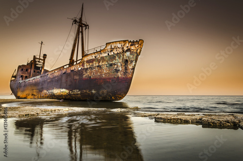 Fotomural Rusty shipwreck on beach Greece