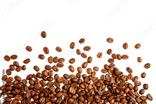 Photo sur Toile Salle de cafe roasted coffee beans isolated on white background