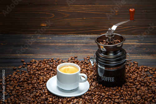 Poster Café en grains roasted coffee beans on wooden background