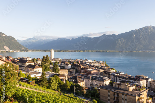 Fotomural An aerial view of Montreux by lake Geneva in Canton Vaud, Switze