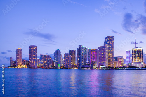 Staande foto Sydney Beautiful Miami Florida skyline with lights and bay at sunset