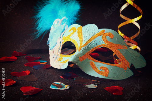 Foto op Plexiglas Art Studio elegant venetian, mardi gras mask on glitter background