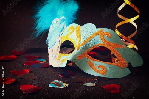 Keuken foto achterwand Art Studio elegant venetian, mardi gras mask on glitter background